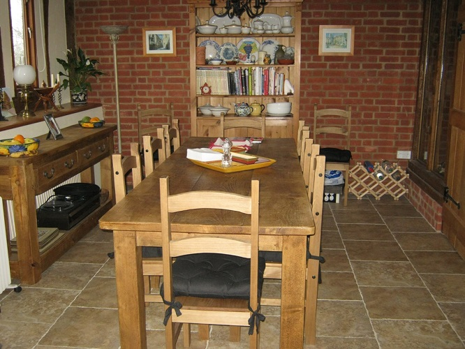 learn-english-homestay dining&study area small
