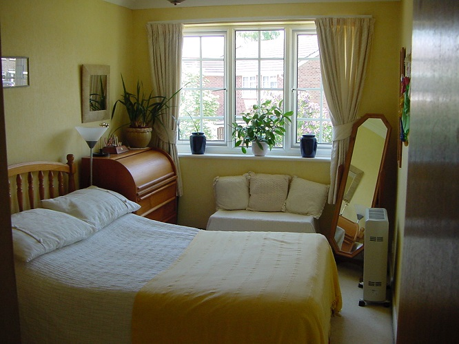 student bedroom small