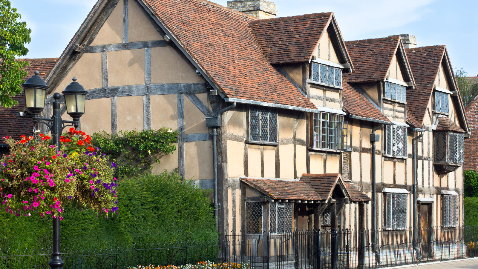 5 things to do whilst learning english in stratford upon for The stratford